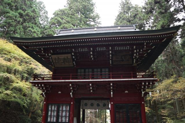 御岩神社の仁王門 パワースポット