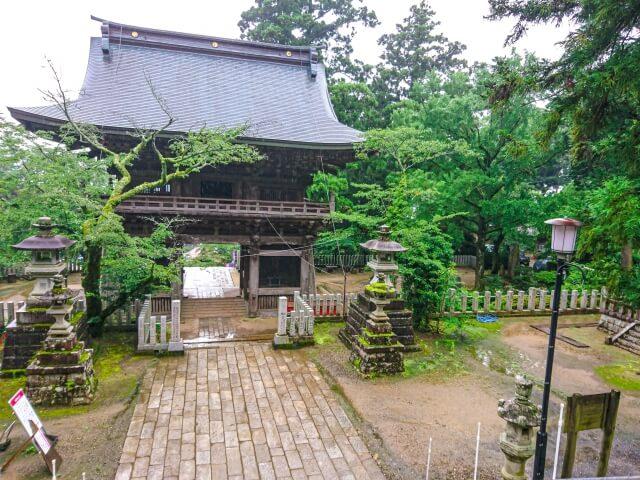 筑波山神社 境内 随神門の内側 立派な門