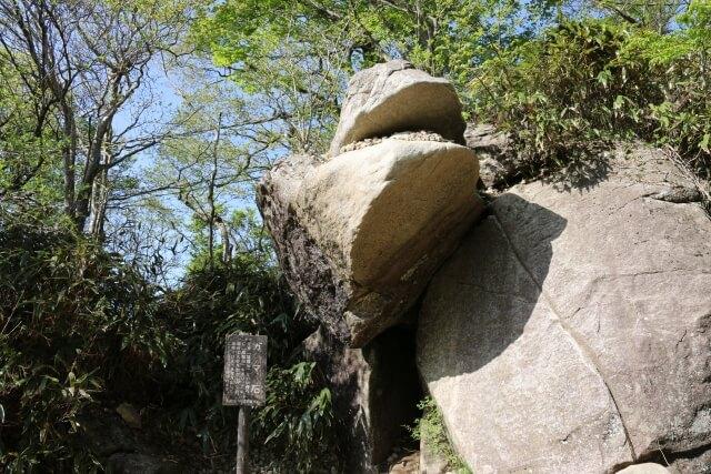 筑波山 登山 白雲橋コースのガマ石