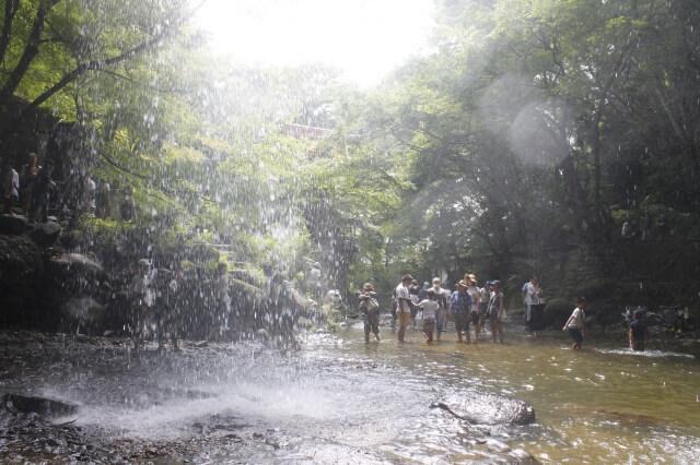 月待の滝 夏 水遊び