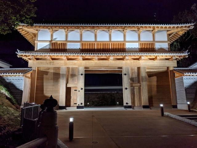 水戸城址の大手門 ライトアップ 復元 門の前の風景