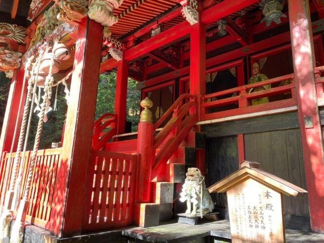 花園神社 ご本殿 木製の狛犬