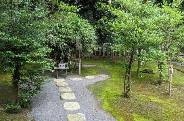 吉田神社の参拝順路 拝殿の裏へ