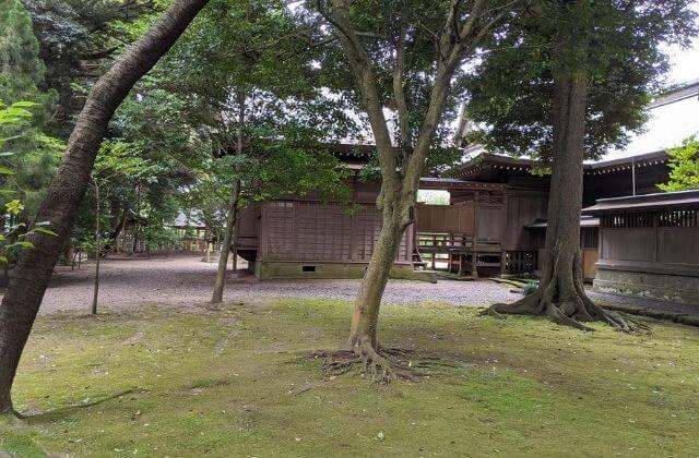 吉田神社 拝殿と本殿 裏側
